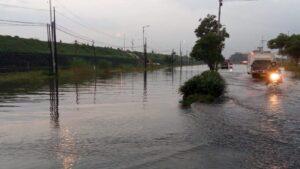 jalan_raya_porong_yang_terendam_banjir